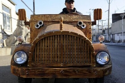 8级木匠刘福龙造木质电动车 时速飙到50公里能坐俩人(图)