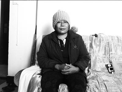海口:单亲母亲患罕见病 望找份工作挣钱还债