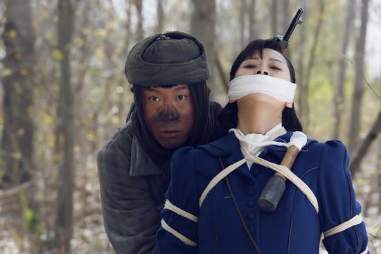 《二炮手》海清被脱又被绑 牺牲老大了(图)