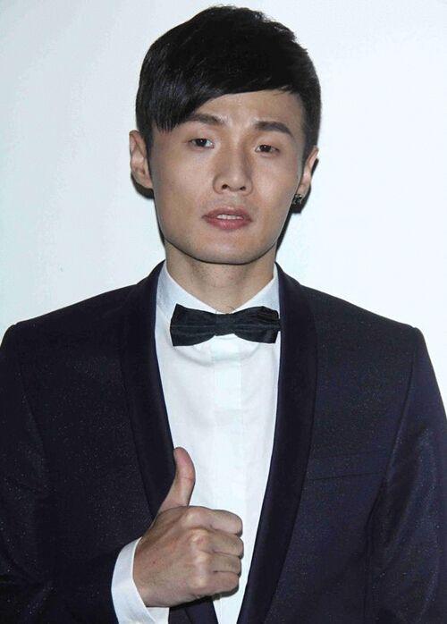 李荣浩成《歌手》首位踢馆者