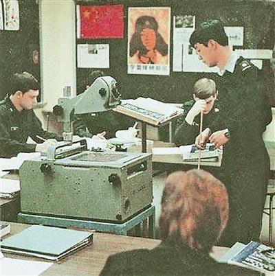 军报称雷锋画像曾张贴在西点军校课堂黑板