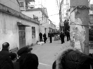 男子当街持刀捅死妻子 5岁女儿哭喊求救(图)