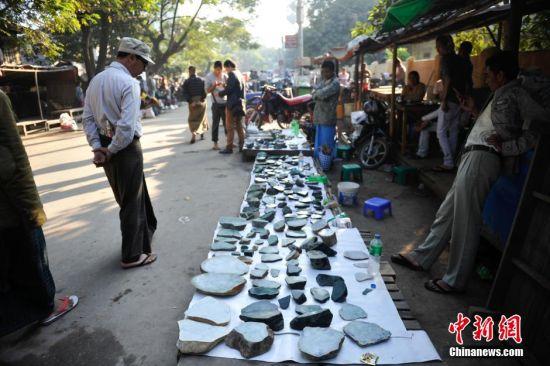 缅甸最大玉石交易市场场景