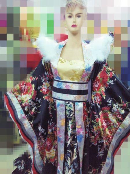 苏城店铺出售的武媚娘同款服装。