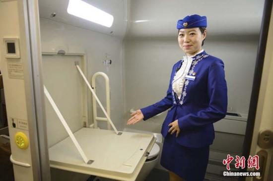 高清:内蒙古首列动车开行