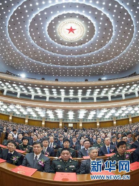 1月9日,国家科学技术奖励大会在北京人民大会堂举行。2014年度国家科学技术奖励共授奖318项成果、8位科技专家和1个外国组织。 新华社记者 王晔 摄