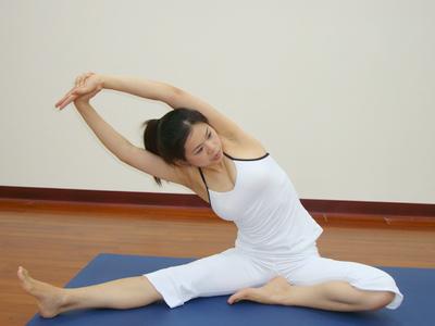 4招瑜伽 轻松减掉拜拜肉