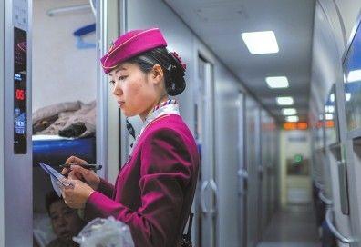 高铁动卧女列车员:身高须超165cm 通晓多门外语