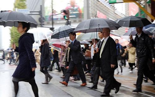 为防过劳死日本要求各企业强迫员工休假