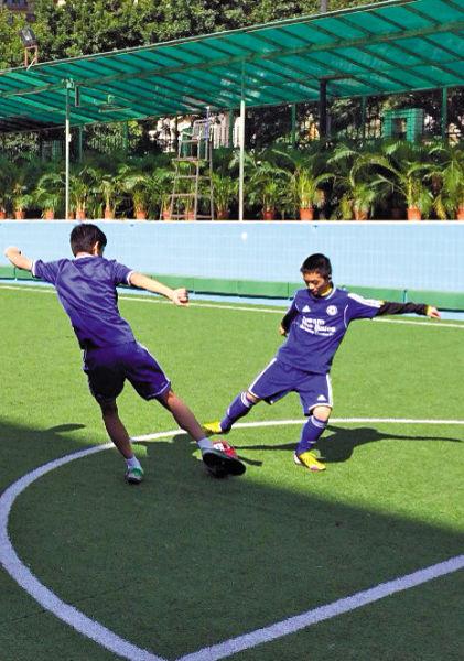 广东初中生的校足梦赴切尔西特训享受足球--人昌邑市初中围子图片