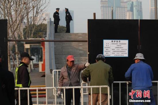 上海外滩陈毅广场封闭养护