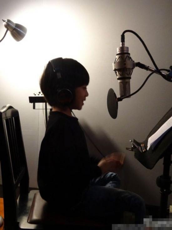 "Kimi首唱""爸爸的假期""主题曲 李湘曝Angela在练习"