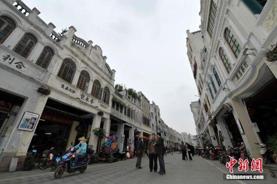 图为修复后的海口骑楼老街街景。中新社发 骆云飞 摄