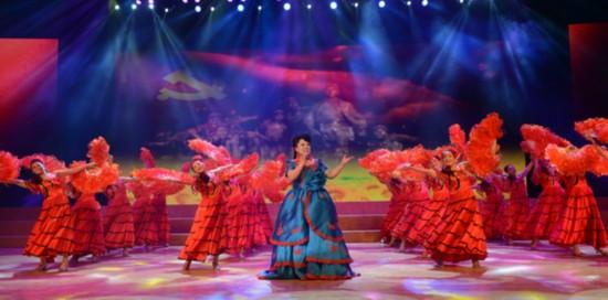 """潘村综合文化站表演的歌舞""""共圆中国梦"""""""