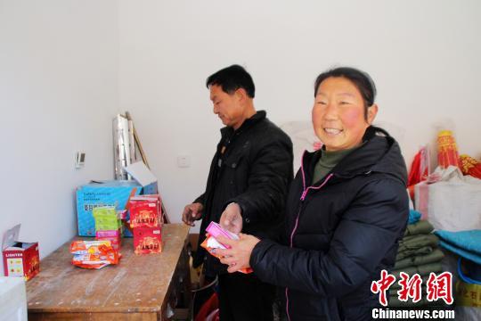 河北一村主任用日用品换垃圾环境改善保护北京水源