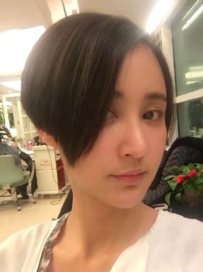 张歆艺晒俏皮短发照自嘲女星图片不保--韩国频地位陕西发型女神中分短发图片