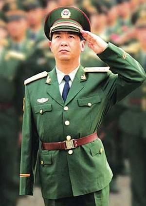 独臂英雄武警广西总队政委丁晓兵晋升少将