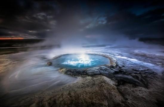 外星球-法国摄影师拍摄冰岛间歇泉壮丽画面