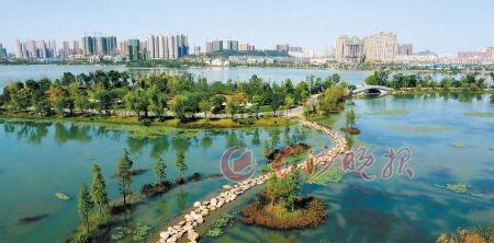 高标准规划建设的梅溪湖片区,山水呼应,生态优美,已经成为湘江以