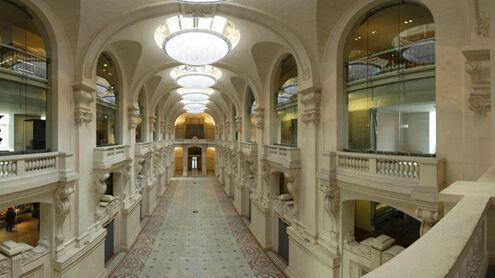 失窃的巴黎卢浮宫装饰艺术博物馆