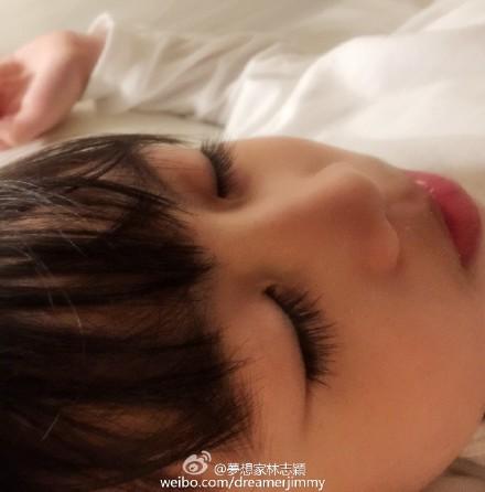 林志颖儿子甜睡露超长睫毛网友:心都化了(图)