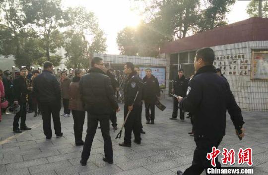 南昌一男子持刀闖入小學嫌疑人已被警方控制(圖)