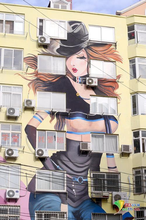 山东青岛现墙绘性感美女大楼群 山东频道