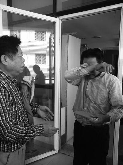 《女童被烫伤》续:屯昌退休副县长带人看望
