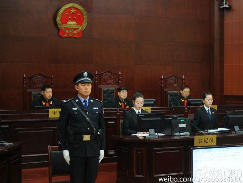 南京原市長季建業受賄案開庭其親屬到庭旁聽(圖)