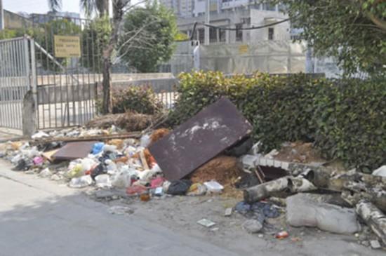 货车司机图省事,高速路上倒垃圾,10吨垃圾换3年刑期