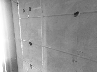 海口装修公司与业主起冲突 砸新房瓷砖报复