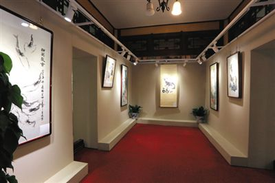"""去年6月,益寿堂举办了""""纪念颐和园对公众开放一百周年书画展""""。目前益寿堂已全面向游客免费开放,并已成功举办了两期文化专题展览。图/颐和园官网"""