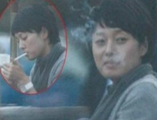 马伊俐街头抽烟神情冷漠 揭娱圈18杆女烟枪