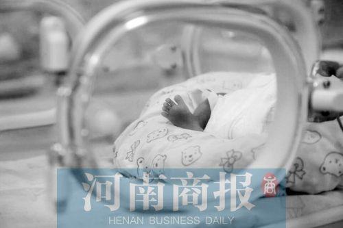 这个生下来只有700克的婴儿,如今已经有1080克了