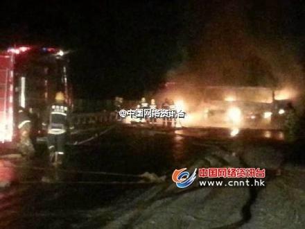 山东高速莱州段多车追尾发生爆炸 致12死4伤(
