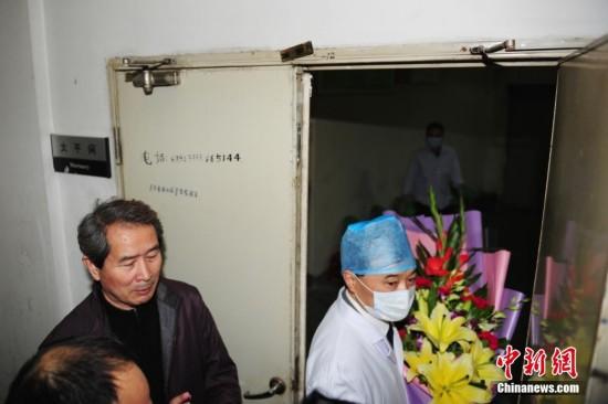 著名歌手姚贝娜因乳腺癌复发不治去世(组图)