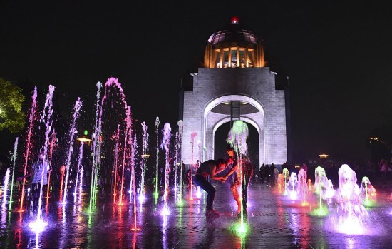墨西哥首都的彩色喷泉
