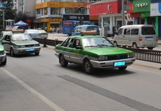 丽江17年间禁止新增出租车 一辆车转让费超百万