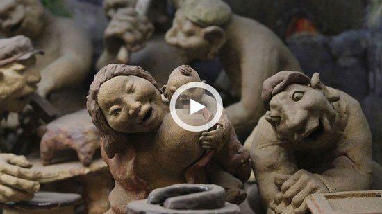 刘老根大舞台橱窗泥塑被指不雅 袒胸露乳动作