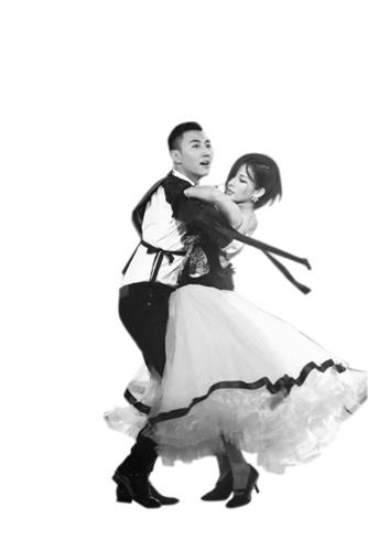 温岚与摄像机发生碰撞受伤后坚持跳完舞蹈(图)