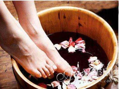 春季泡脚胜过补药 一起来泡泡脚吧