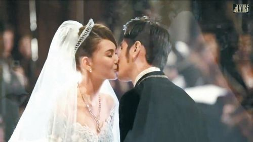 """周杰伦悄声对昆凌说""""我爱你""""3月台湾办婚宴(图)"""