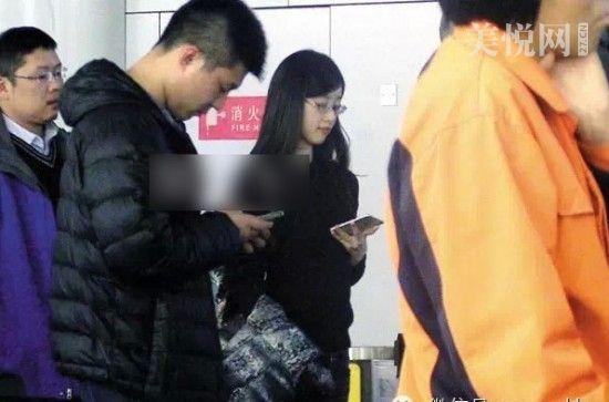 网曝奶茶妹前往刘强东豪宅疑似复合