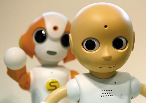 """日本展出""""面聊""""机器人独居者不再无聊(图)"""