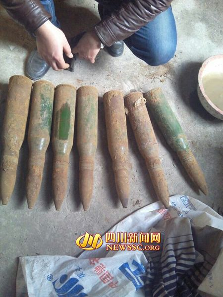 """德阳八旬拾荒老人捡到7个""""铁坨坨"""" 竟是炮弹"""
