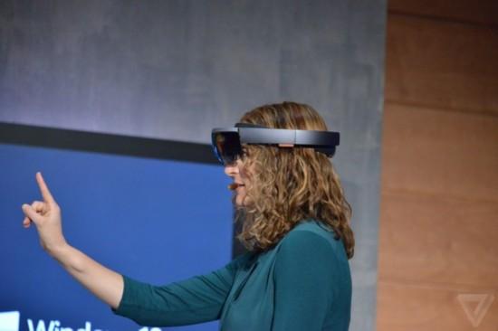 一鸣惊人 微软全息投影设备正式曝光