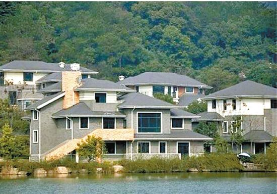 图为该别墅区外景,非此拍卖别墅。