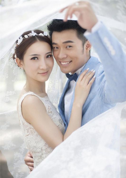 好男人陈赫承认离婚已半年 往昔幸福照片令粉