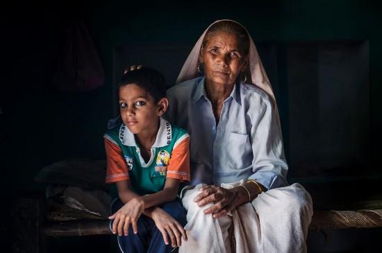印76岁高龄老妇携6岁儿子外出总被误认为孙子