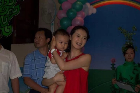 2007年王艳携球球参加宝宝爬爬大赛截图